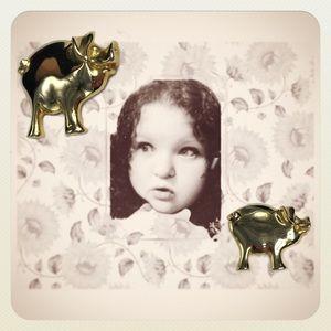 Wilbur the Gold-Tone Pig Brooch